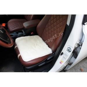 Накидка подушка на сиденье короткий ворс белый 45х45см